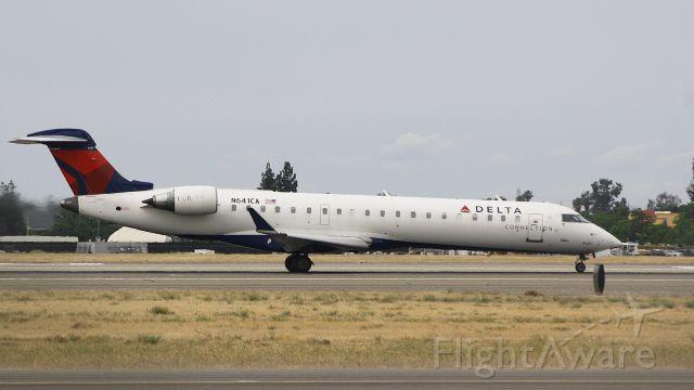 Canadair Regional Jet CRJ-200 (N641CA) - Delta Connection taking off runway 29L @FAT