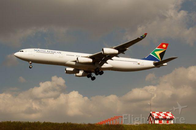 Airbus A340-600 (ZS-SXA)