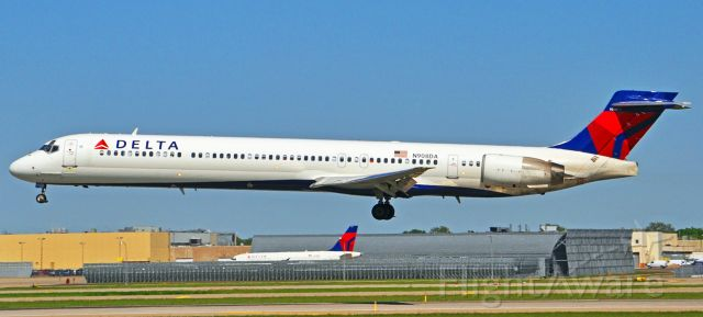 McDonnell Douglas MD-90 (N908DA)