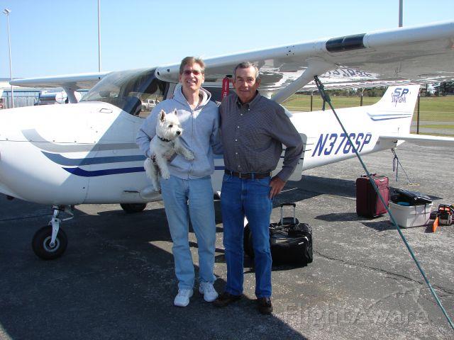 Cessna Skyhawk (N376SP) - Ken Hairr CFI flies to see in-laws