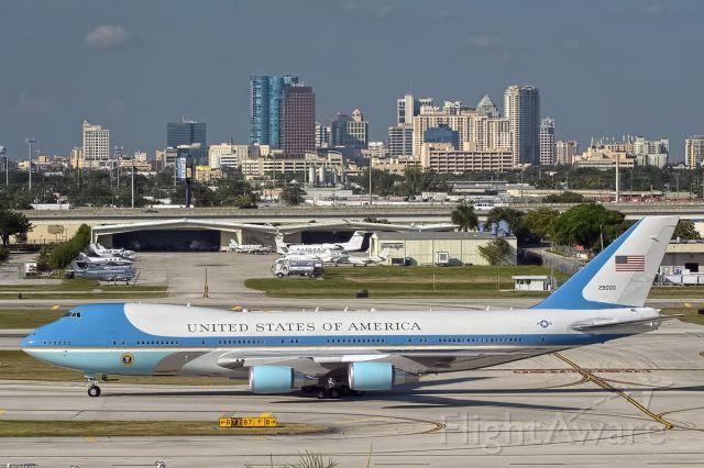 Boeing 747-200 (92-9000) - Presidential arrival KFLL 11/04/12