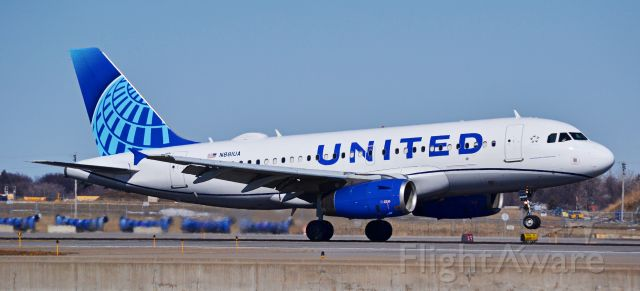 Airbus A319 (N881UA) - This United A319 is landing on 12R at MSP airport, this A319 was formerly owned by China Southern Airlines until 2020.