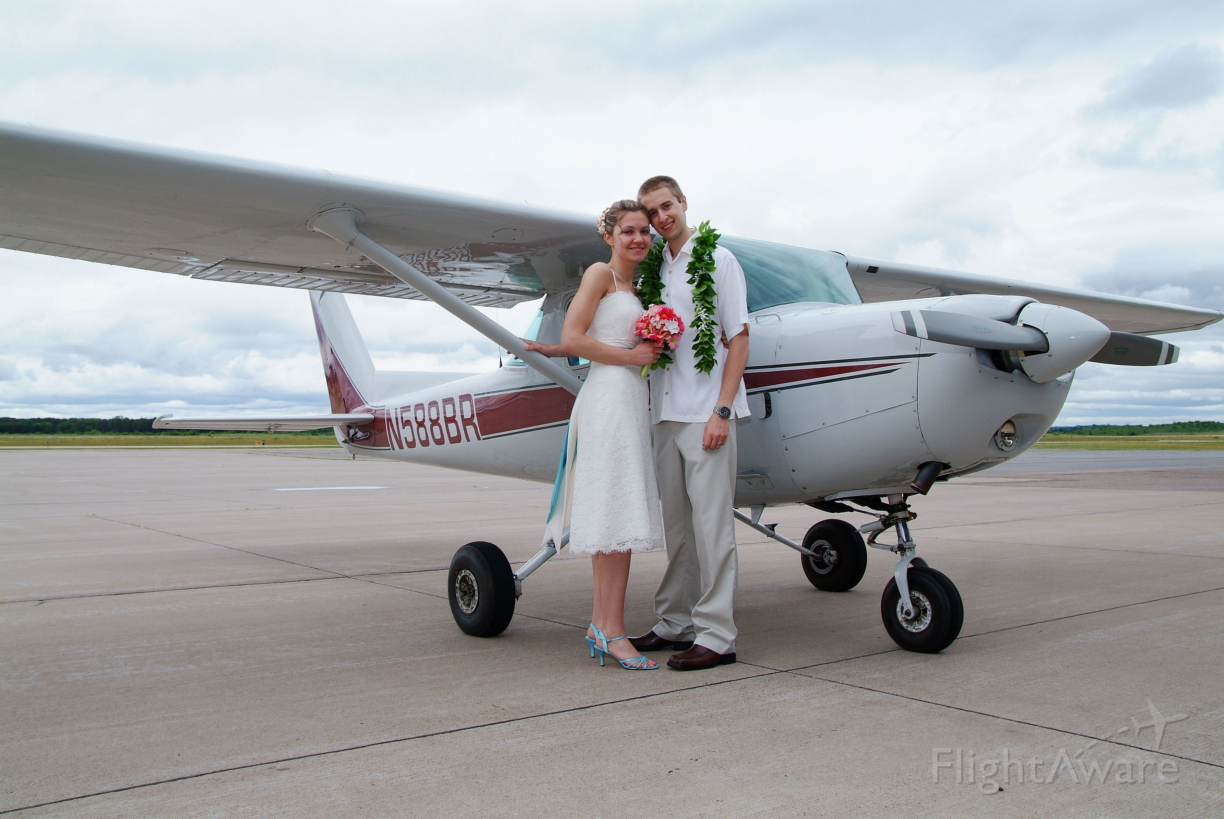 Cessna 152 (N588BR) - Wedding photo in front of a C-152.