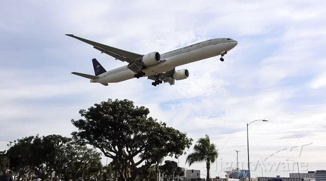 BOEING 777-300ER (HZ-AK38)