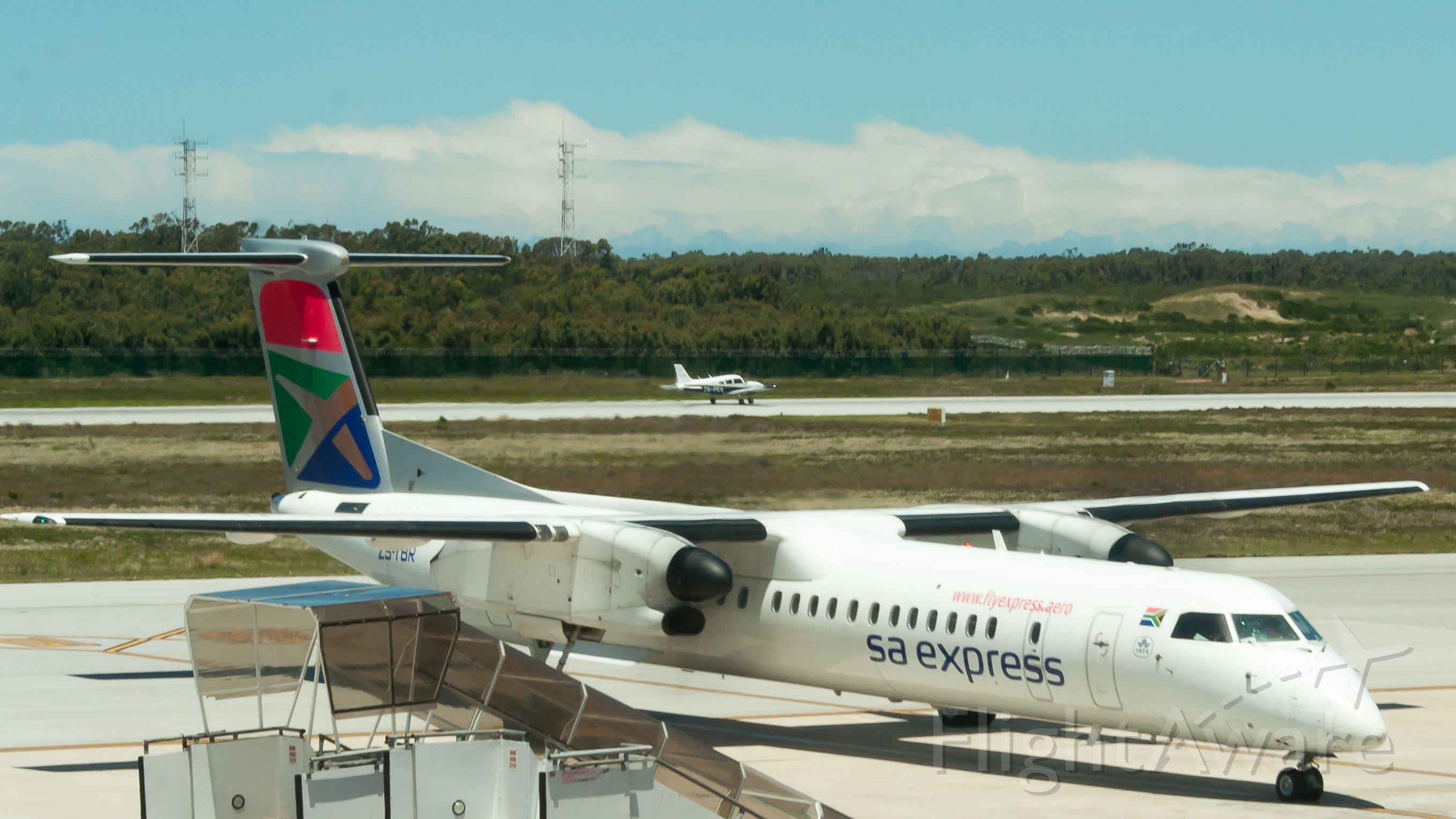 de Havilland Dash 8-400 (ZS-YBR)