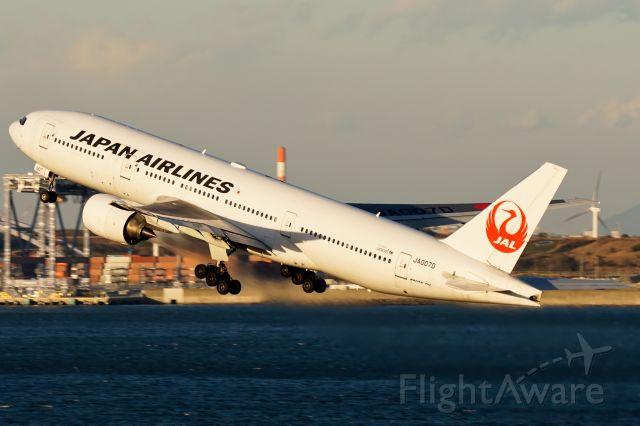 Boeing 777-200 (JA007D)