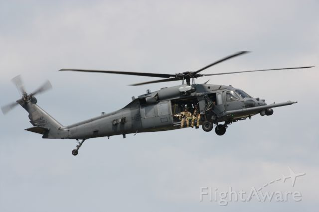 Sikorsky S-70 — - A Sikorsky HH-60G Pave Hawk from the 160th Rescue Wing NYANG performing a CSAR demo at the 2015 New York Airshow