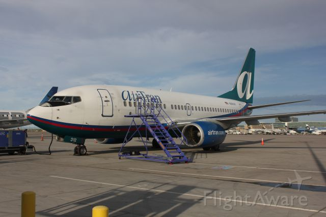 Boeing 737-700 (N261AT)