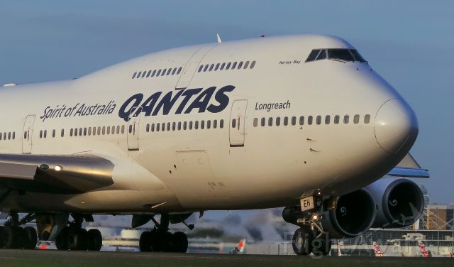 Boeing 747-400 (VH-OEH) - QF17 Taxiing Up Close To RWY For A Departure For Los Angeles