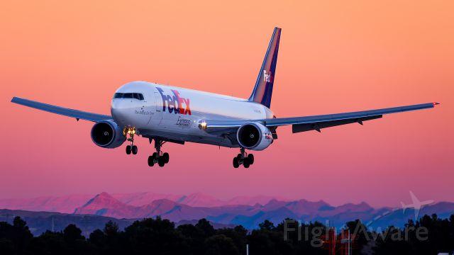 BOEING 767-300 (N108FE)