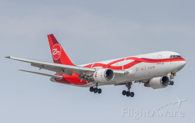 BOEING 767-200 (N999YV) - Many YYZ spotters out today to catch this beauty in from Miami