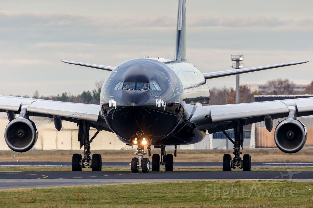Airbus A340-300 (9H-TQM)