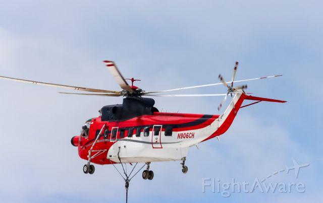 Sikorsky Sea King (N906CH) - loading unloading at amazons new building at cvg
