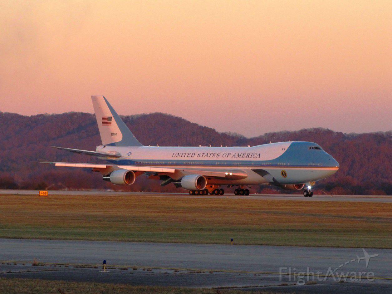 Boeing 747-400 (N29000)
