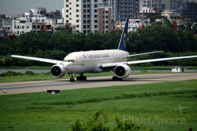 Boeing 777-200 (HZ-AKJ)
