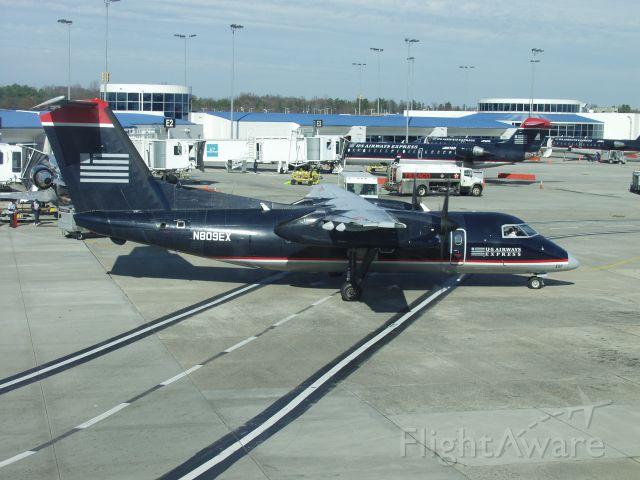 de Havilland Dash 8-100 (N809EX) - Wearing her old colors 12/3/2006.