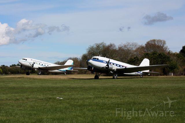 Douglas DC-3 (N61981) - 2 DC3