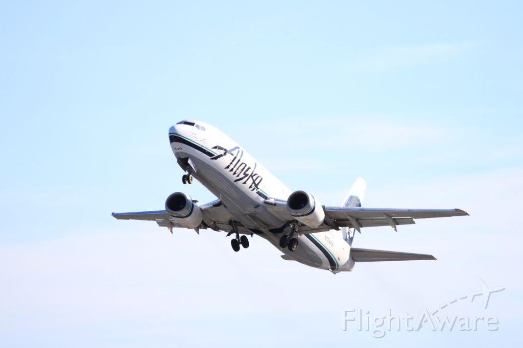 BOEING 737-400 (N764AS) - Alaska Airlines 737-400 Combi Departing runway 36