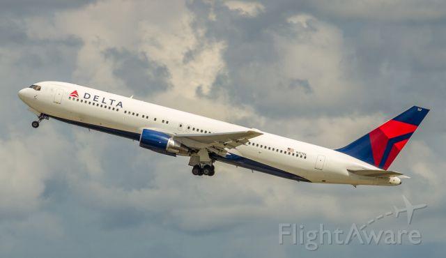 BOEING 767-300 (N127DL)