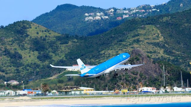 Airbus A330-200 (PH-AOM) - KLM PH-AOM departing TNCM St Maarten.