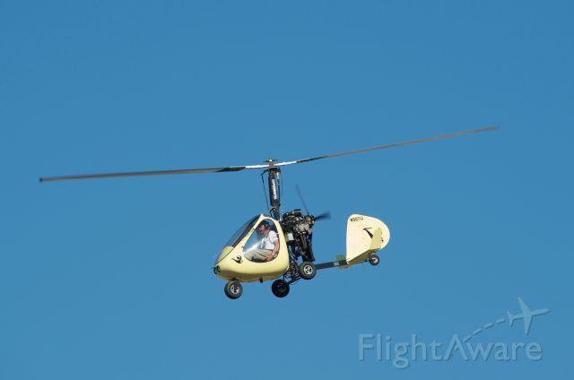 Unknown/Generic Ultralight autogyro (N9071J) - Landing touch and go runway 32 KLVJ
