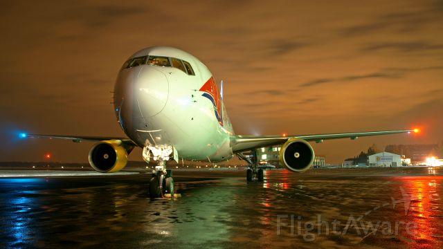 BOEING 767-300 (TF-FIB)