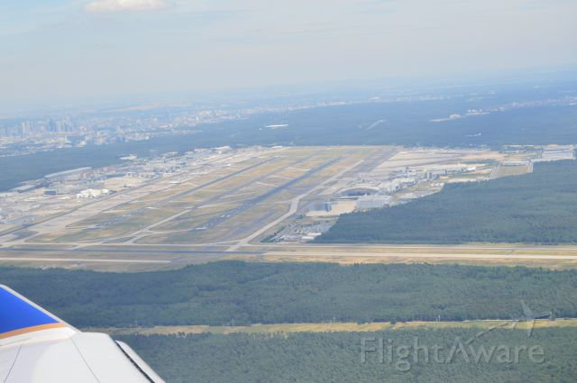 — — - Right turn south after takeoff from Runway 25 R, Frankfurt Airport (FRA/EDDF). United 59 747-400 to San Francisco.