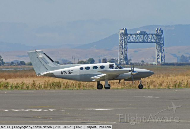 Cessna 421 (N21GF) - at KAPC