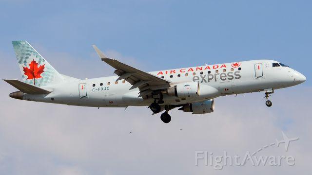 Embraer 175 (C-FXJC)