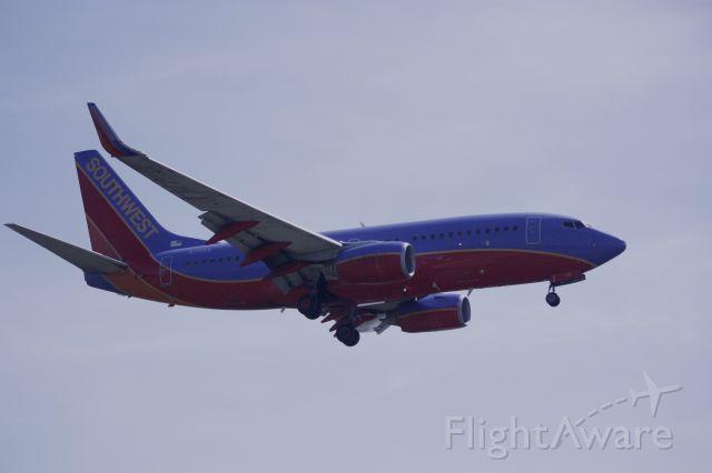 Boeing 737-700 (N771SA) - On final for Rwy 19 at KDCA