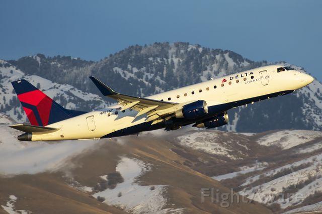 Embraer 175 (N283SY)