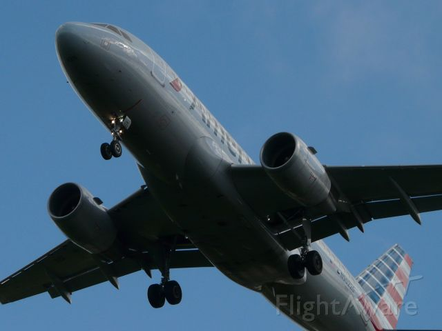 Airbus A319 (N90226) - An AAL A319 inbound from Dallas-Ft Worth