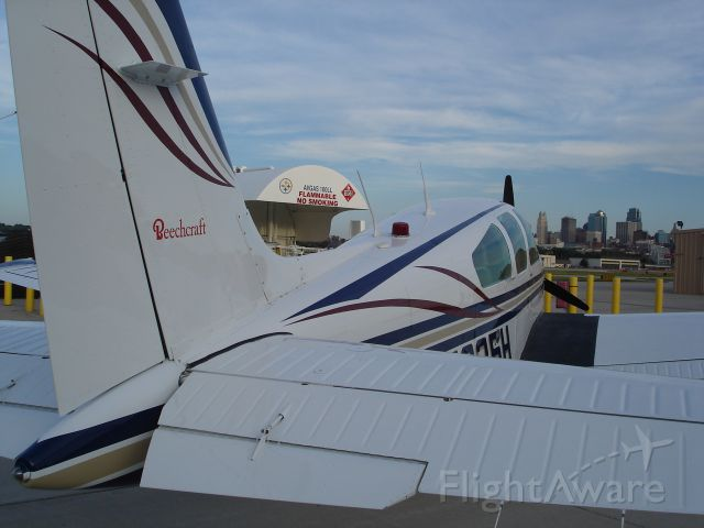 Beechcraft Bonanza (33) (N7935H)