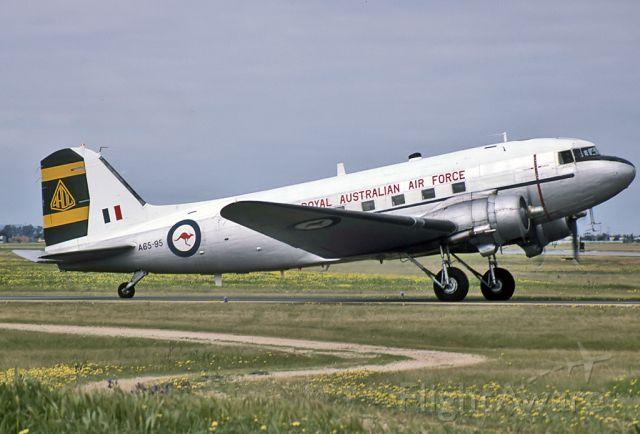 A6595 — - AUSTRALIA - AIR FORCE - DOUGLAS C-47B SKYTRAIN (DC-3) - REG : A65-95 (CN 16348/33096) - EDINBURGH RAAF BASE ADELAIDE SA. AUSTRALIA - YPED 29/9/1984