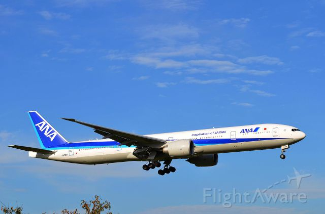 BOEING 777-300ER (JA791A) - I take a picture on Sep 30, 2015.