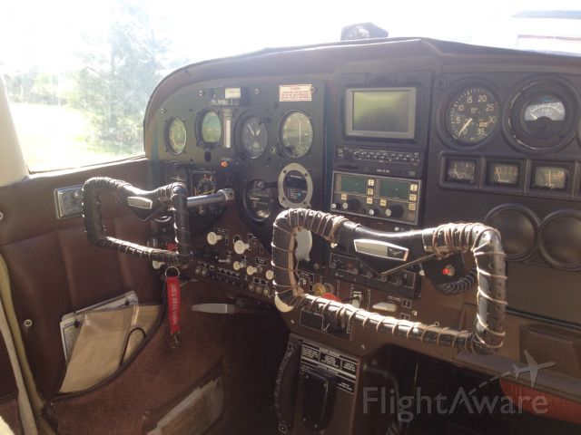 Cessna Skylane (N8672U)