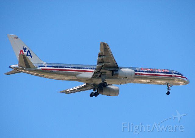Boeing 757-200 (N694AA)