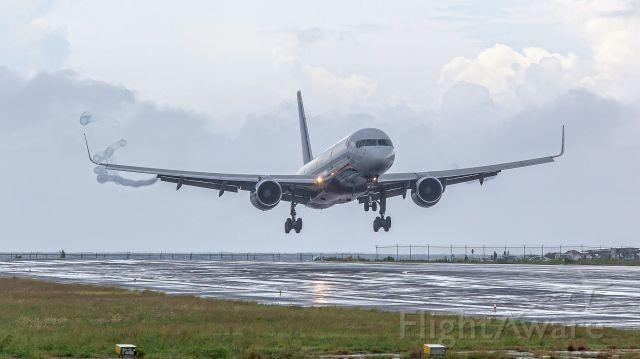 Boeing 757-200 (N936UW) - landing
