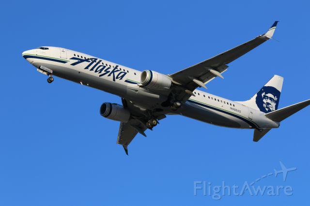 Boeing 737-700 (N486AS) - B737NG arriving at KIAH on runway 26L