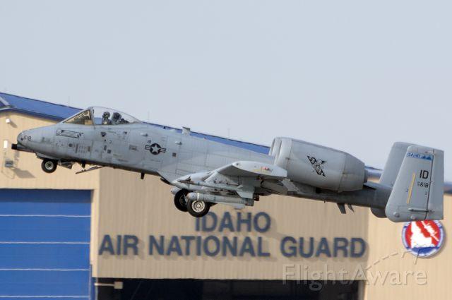 Fairchild-Republic Thunderbolt 2 (78-0618) - Bang11 departing.