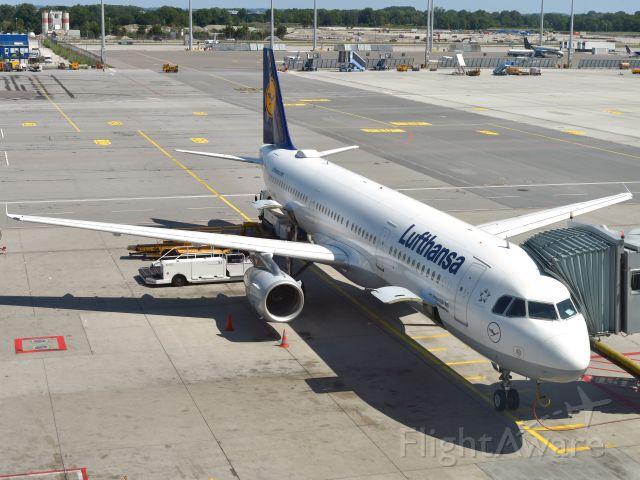 Airbus A321 (D-AIRA) - Lufthansa Airbus A321-131 D-AIRA in Munich