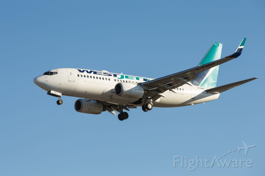 Boeing 737-700 (C-FWSF) - WestJet 737-700 approaching Pearson runway 05L