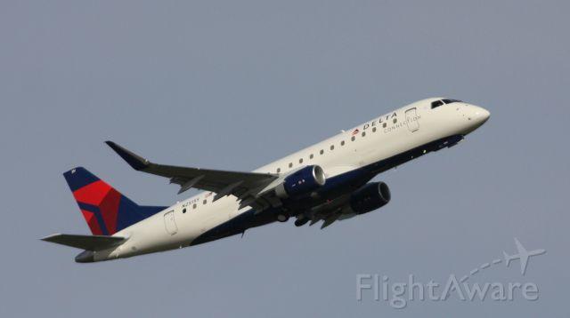 Embraer 175 (N251SY) - cn 611