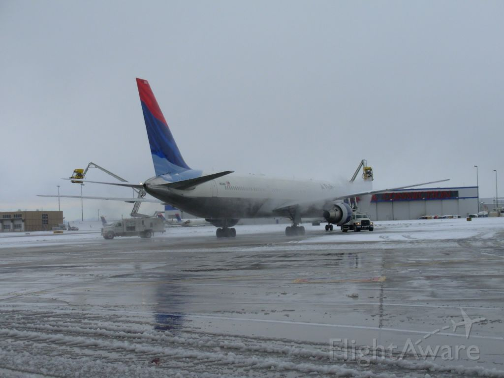 — — - De-ice bath for DAL1105 on its way to HNL.