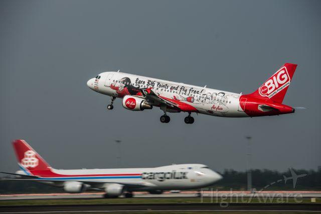 Airbus A320 (9M-AHJ)