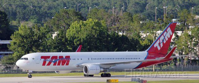 BOEING 767-300 (PT-MOA) - 5-29-2015