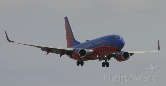 Boeing 737-700 (N458WN) - Landing 17R March 20, 2011