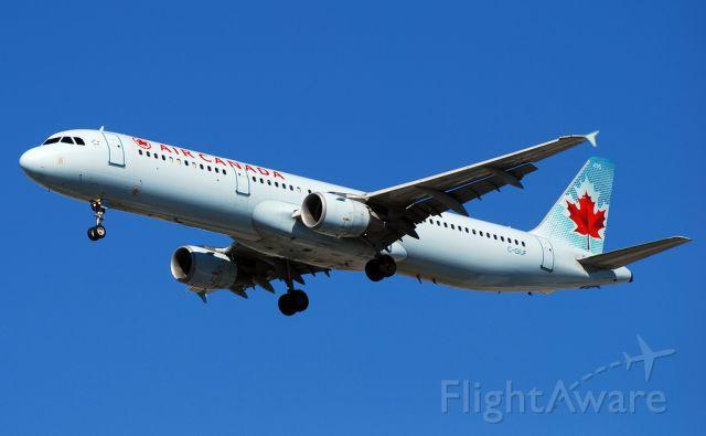 Airbus A321 (C-GIUF) - Air Canada Airbus A321-211 C-GIUF (1638)  Las Vegas - McCarran International (LAS / KLAS) USA - Nevada, 10-12-2010 Photo: Tomás Del Coro