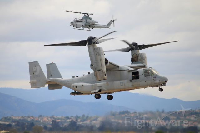 Bell V-22 Osprey (16-8619) - An MV-22B Osprey of the United States Marine Corps lands while an AH-1Z Viper hovers behind it during the MAGTF demonstration of the 2019 MCAS Miramar Airshow.