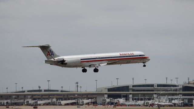 McDonnell Douglas MD-83 (N9622A) - Runway markings reflected near the nose.